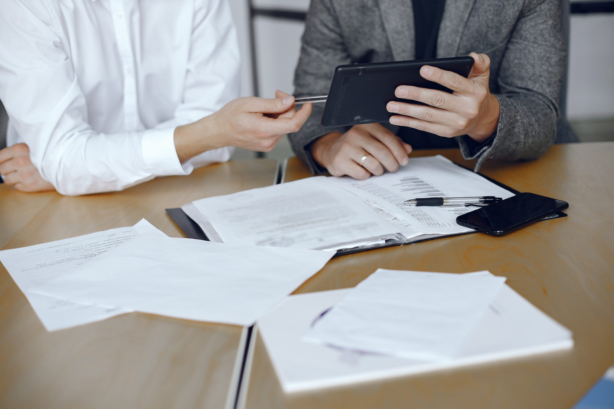 aportación de documentos legales